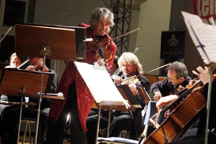 JOHANN STRAUSS ENSEMBLE  readuce strălucirea muzicii clasice vieneze într-un nou concert,la Braşov