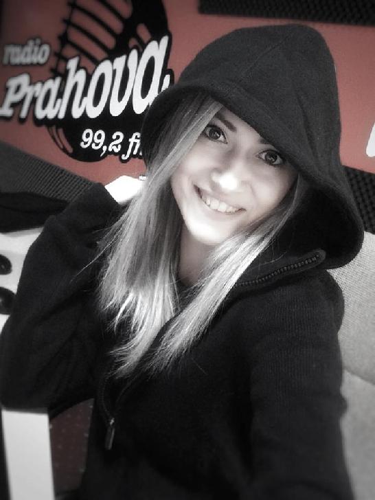 SUPER INTERVIU CU ALEXANDRA FODOR ( DJ RADIO PRAHOVA ).