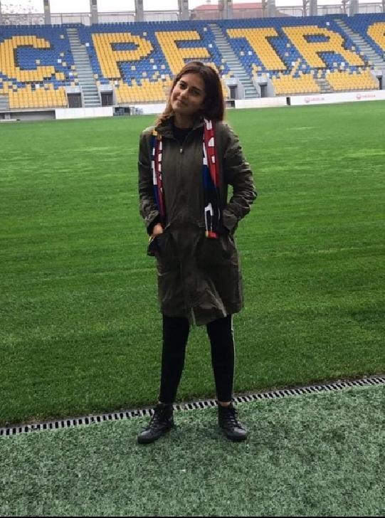 """Interviu cu Sandra Simion (colaboratoare Info Ploieşti City). """"De curând fac parte din echipa Info Ploieşti City. Este o echipă unită şi super mişto. Proiectele sunt frumoase"""