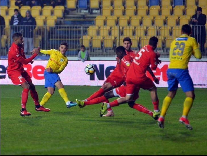 Petrolul Ploiesti – UTA Arad 2-2,dupa un meci cu câteva greşeli grave de arbitraj