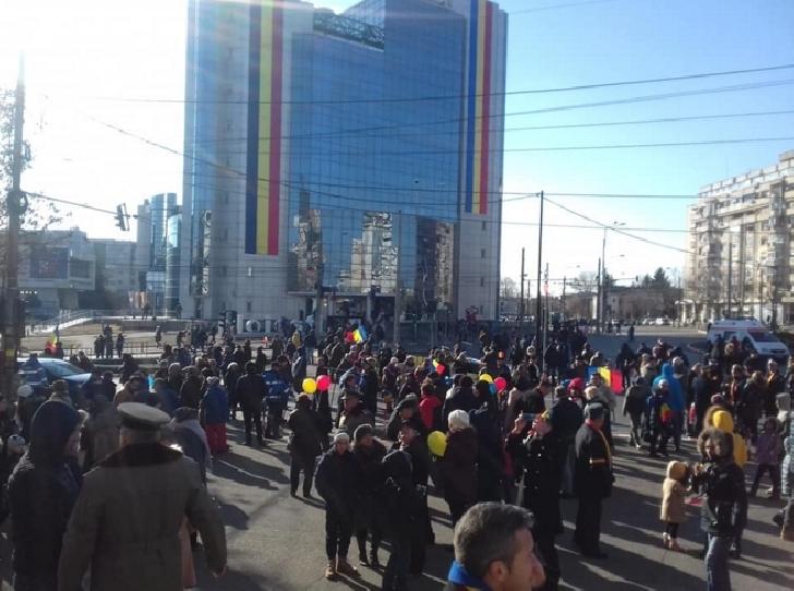 Parada de 1 decembrie de la Ploieşti, un fiasco total. S-a terminat mai devreme cu o oră (foto si video )