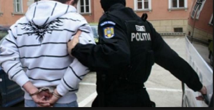 Un interlop român fugar acasă în secret să-şi facă sărbătorile cu familia, a fost trădat şi arestat