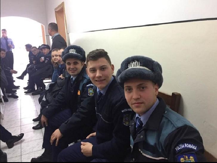 """Elevii Scolii de Agenti de Politie """"Vasile Lascar Campina au donat sange inainte de sarbatorile de iarna"""