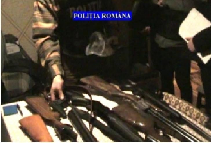 Poliţişti din cadrul Serviciului Arme Explozivi, Substanţe Periculoare au efectuat 2 percheziţii în localitatea Chiojdeanca