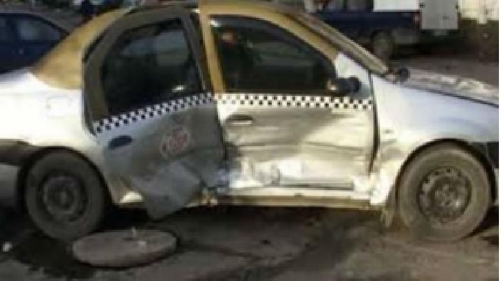 Un sofer de taxi din Buzau e vinovat pentru ranirea pasagerilor, pentru că a vrut să întoarcă maşina fără să se asigure