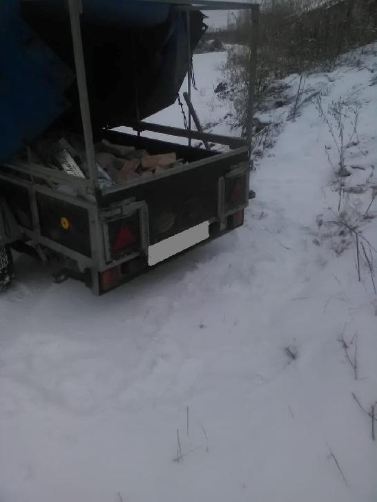 Un bărbat a fost amendat pentru aruncarea deşeurilor pe strada Sondelor din Ploiesti