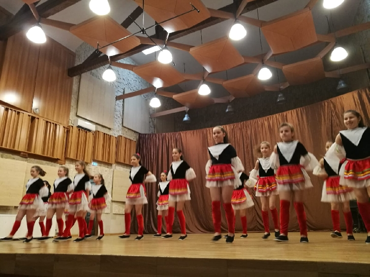 Primavara a venit cu cadouri pentru copiii din 3 centre sociale din judetul Prahova