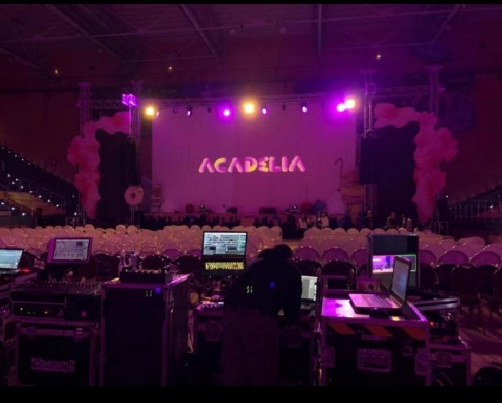 Delia a cantat la Brasov ,in cadrul turneului Acadelia