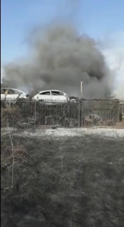 Incendiu de vegetaţie uscată  langa Ploiesti Shopping City