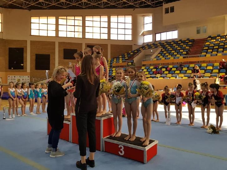 Gimnastele de la CS Petrolul Ploieşti, au obţinut 3 medalii după o deplasare de 12 ore cu... trenul