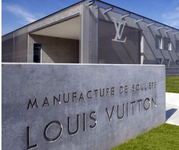 """Celebrii pantofi Louis Vuitton, fabricaţi în România şi vânduţi ca fiind """"Made in Italy"""""""