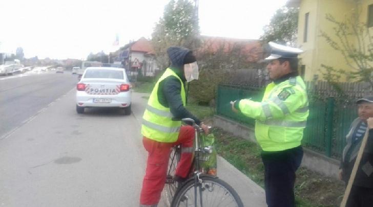 73 de biciclişti şi 55 de pietoni amendati de politisti în Prahova, în doar două zile