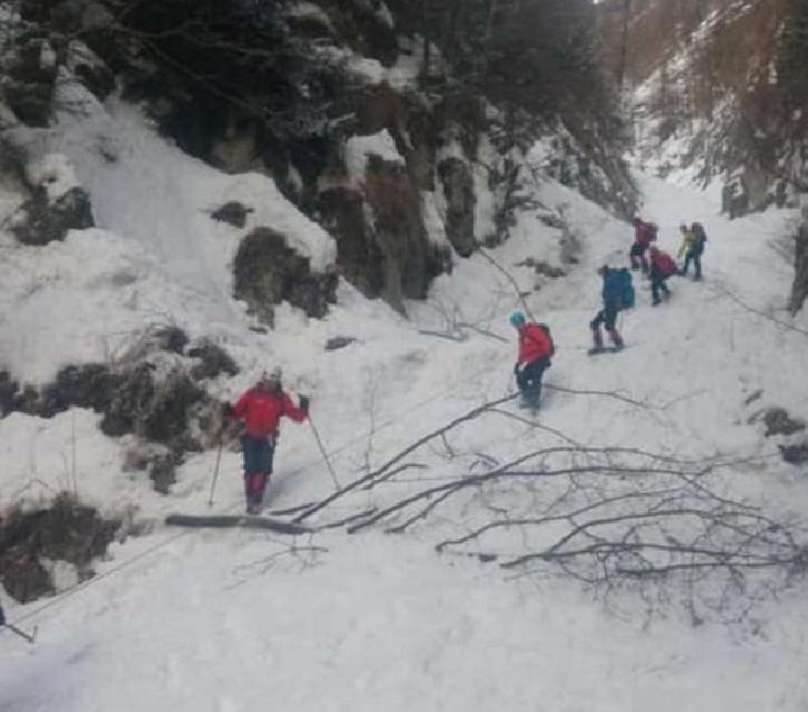 Salvatorii montani din Buşteni au recuperate patru turisti,în duminica Paştelui