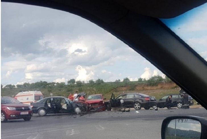 Trei maşini au fost implicate într-un accident ,la Floreşti