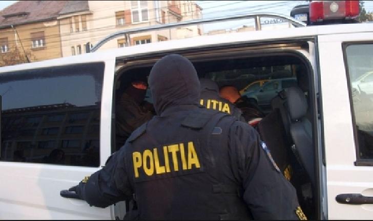 """O persoană a fost arestată preventiv în urma percheziţiilor la persoane bănuite de furturi din locuinţe prin metoda """"pomana"""""""