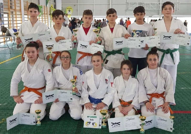 Micii judoka de la CSM-CFR-CSŞ Ploieşti au castigat 23 de medalii la Cupa Pentarom