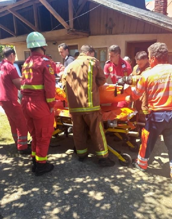 Accident neobişnuit la Brazii de Sus. Un bărbat s-a accident în timp ce folosea o motosapă