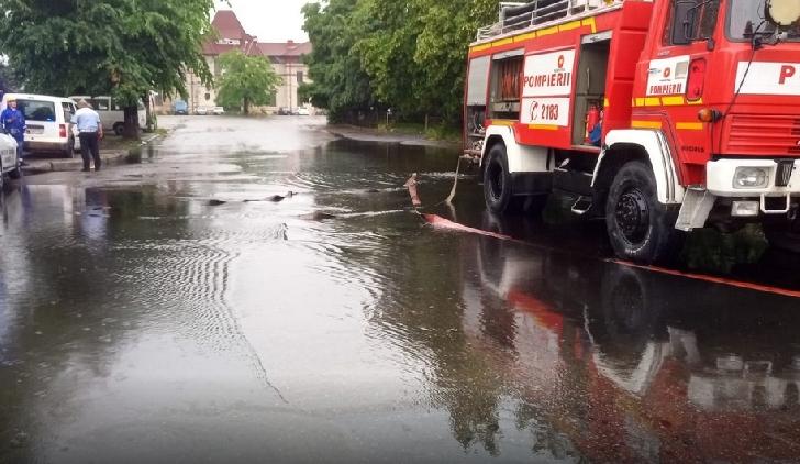 Alertă de poluare cu păcură, în zona Gării de Nord Ploieşti