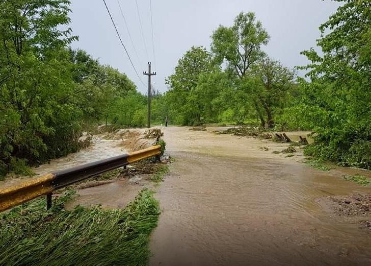 In localitatea Berceni au fost inundate 30 de gospodarii