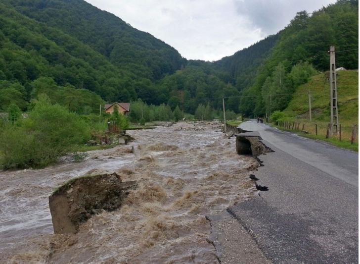 Inundatii in  zeci de localitati din judetul Prahova