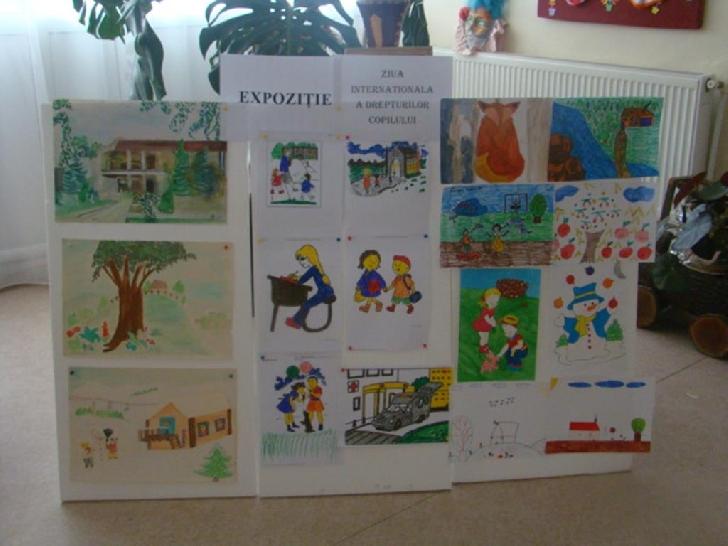 Expoziţie cu desene, picturi şi obiecte realizate de copiii şi tinerii din centrele de plasament Prahova