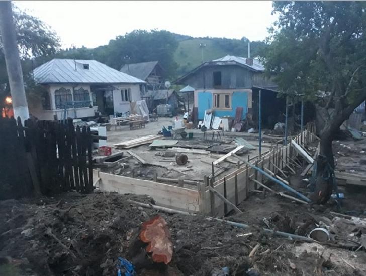 Imagini apocaliptice în Lapoş şi Laposel după inundaţiile de vineri