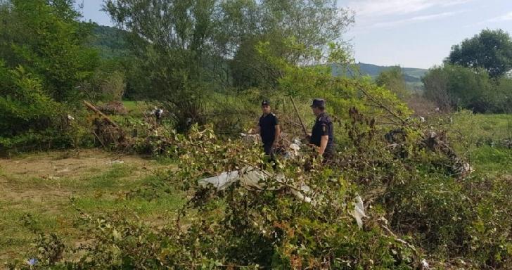 Trupul băieţelului de 2 ani luat de viitură la Sângeru, căutat de peste 400 de pompieri
