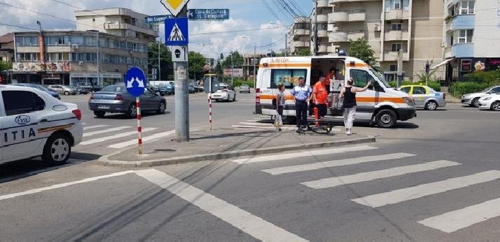 Un biciclist a fost lovit de un autoturism, în Piaţa Anton din Ploieşti