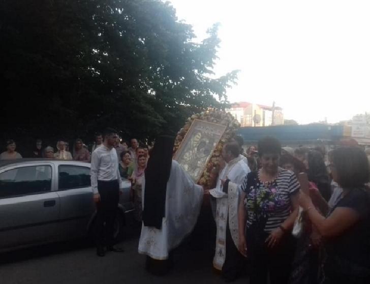 Ploiesti.Procesiune cu Icoana făcătoare de minuni a Maicii Domnului de la Mănăstirea Giurgeni (foto şi video)
