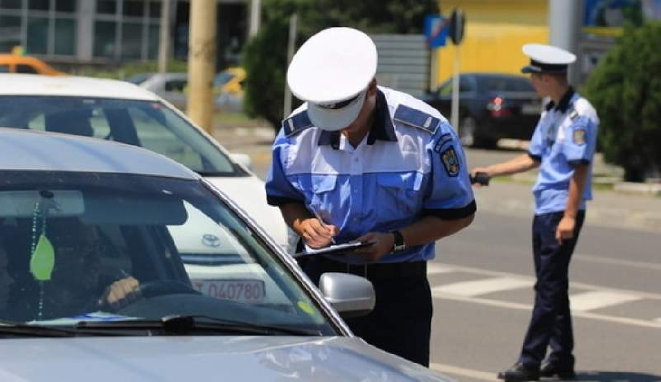 Poliţiştii prahoveni au aplicat peste 400 sancţiuni contravenţionale, în weekend