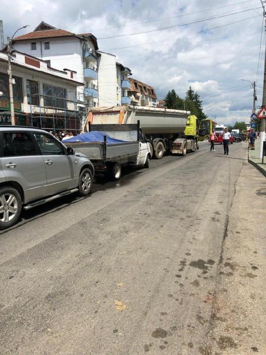 Un şofer căruia i s-a făcut rău a  produs un accident la Vălenii de Munte