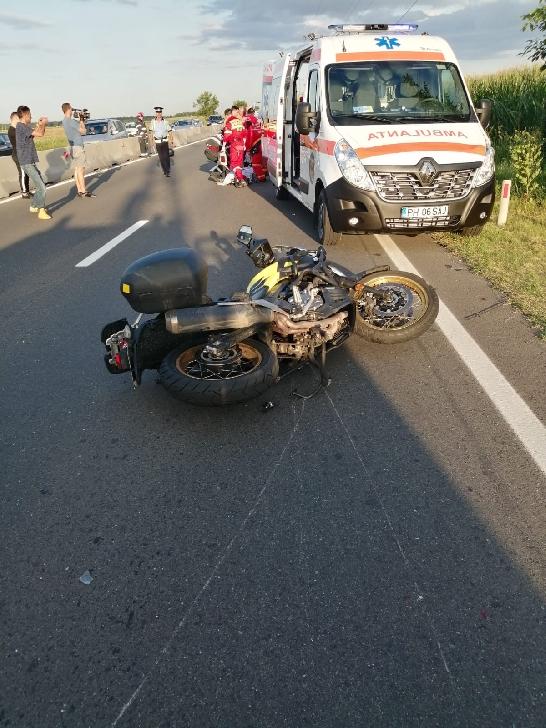 Accident între un motociclist si un autoturism, pe DN 1, în afara localităţii Băicoi