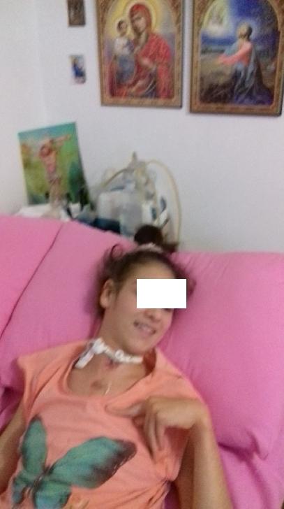 La 15 ani,Cristina are nevoie de ajutorul semenilor sai