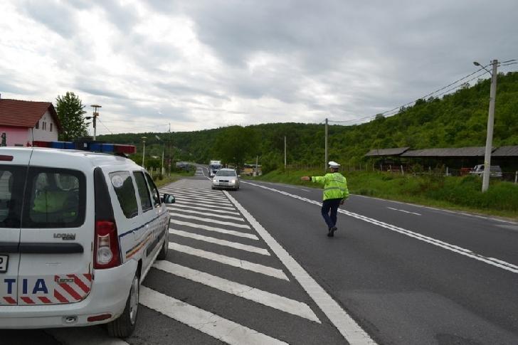 Traficul rutier pe DJ 140, în localitatea Brazi, între satele Brazii de Sus şi Băteşti, va fi restricţionat