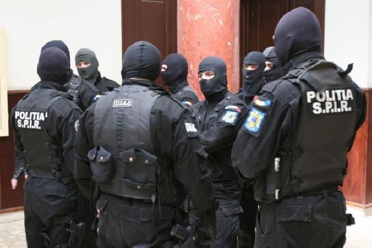 GRUPARE DE TRAFICANŢI DE MINORE, DESTRUCTURATĂ DE POLIŢIŞTII DE LA  CRIMĂ ORGANIZATĂ