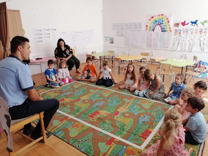 Poliţiştii prahoveni au organizat întâlniri cu copiii înscrişi într-un program iniţiat de Institutul de Cercetare si Prevenire a Criminalităţii