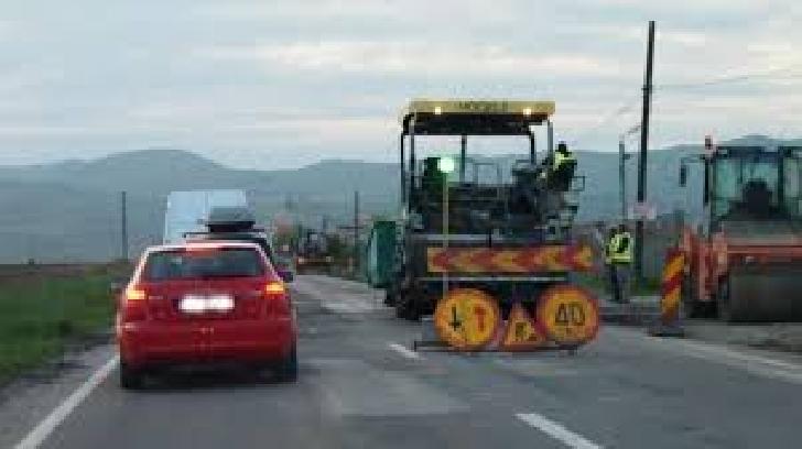 Atentie in trafic. Se efectueaza  lucrări de frezare şi asfaltare intre localitatile Busteni si Azuga