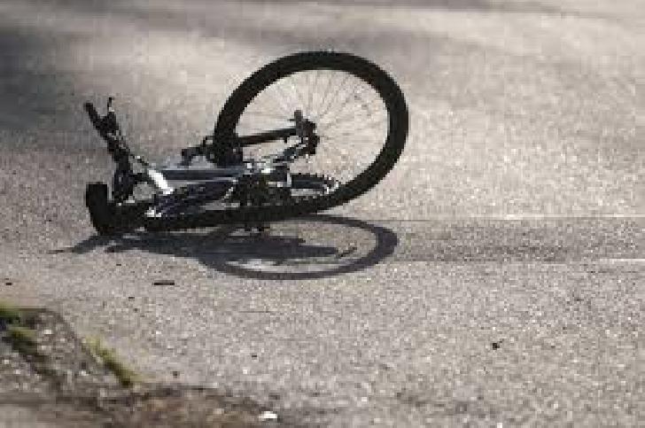 Accident rutier la Dumbrăveşti, între doi minori