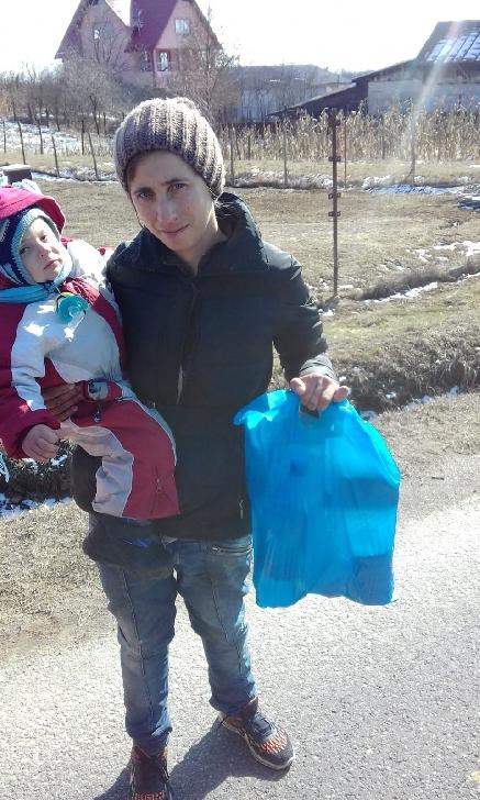 Disparitie la Baicoi. O mama si fiul ei, in varsta de 2 ani sunt dati disparuti de acasa