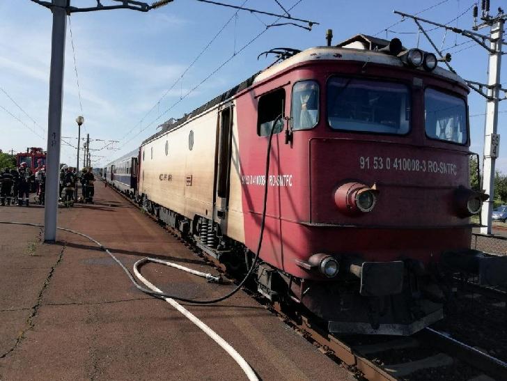 Locomotiva unui tren a luat foc în gara Buda (judeţul Prahova)
