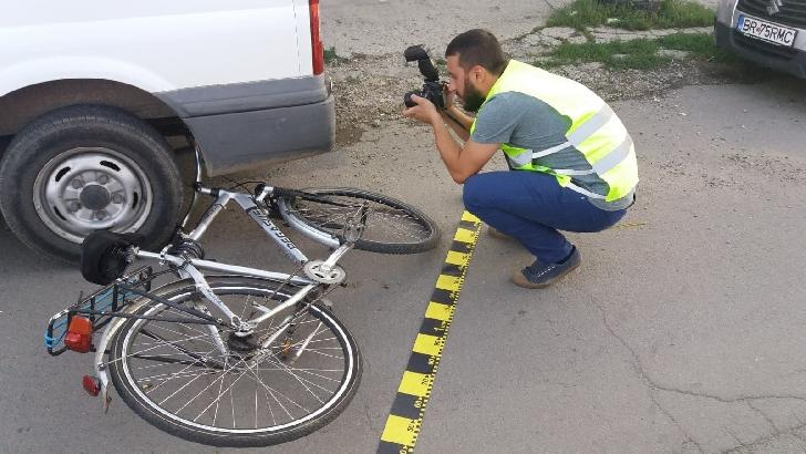 La Băicoi, un biciclist a murit după ce a intrat într-un stâlp