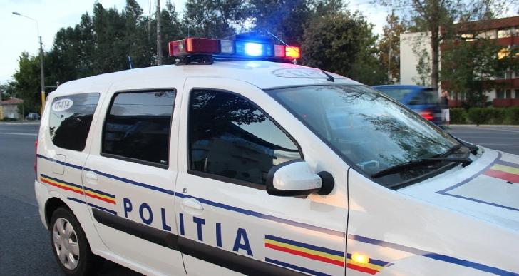 Un autoturism a intrat într-un cap de pod, la Măneciu