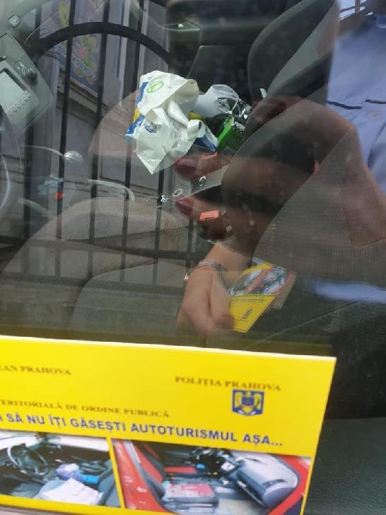 Politistii ploiesteni au desfăşurat o activitate de prevenire a furturilor din autovehicule