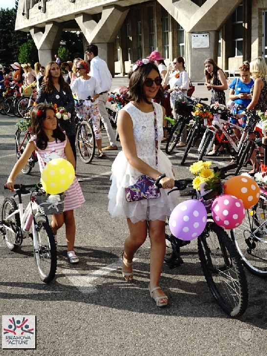 Asociaţia Prahova în Acţiune a organizat cea de-a treia ediţie a paradei Tocuri pe biciclete
