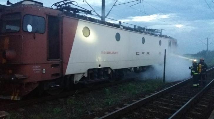 Locomotiva unui tren de călători a luat foc între staţia Brazi şi Ploieşti Triaj