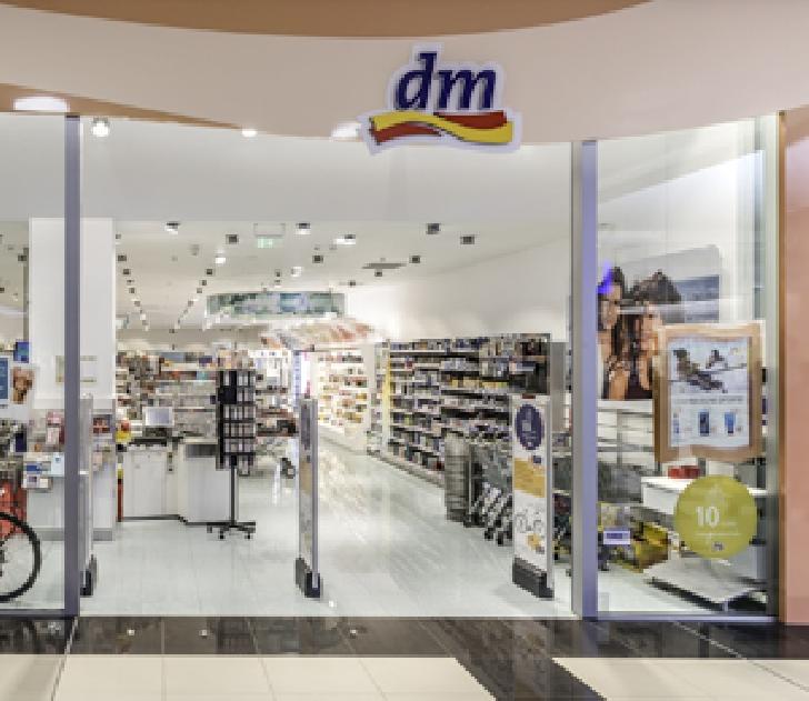 Tentativă de furt şi scandal la magazinul DM Markt, aflat într-un mall din Ploieşti