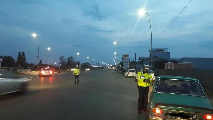 *439 de autovehicule controlate şi 67 de sancţiuni contravenţionale aplicate de poliţiştii prahoveni sâmbătă noapte