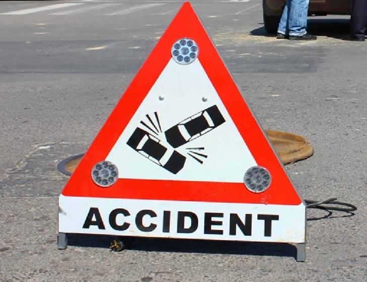 Accident rutier la Mizil. O autoutilitară a intrat în coleziune cu un autoturism