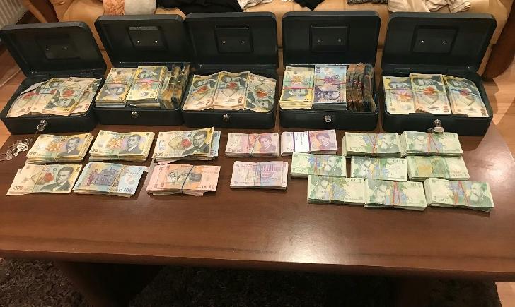 6 persoane au fost reţinute în urma percheziţiilor la domiciliul unor persoane bănuite de contrabandă
