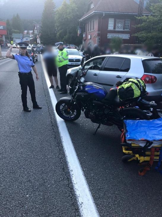 Accident rutier, la Buşteni. Un autoturism a intrat în coliziune cu o motocicletă